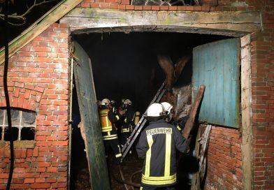 Dachstuhl eines leerstehenden landwirtschaftlichen Gebäudes brannte