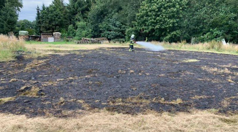Strackholt: Anwohner verhindern größeres Feuer