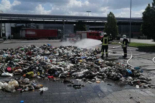 Betriebsangehörige verhindern womöglich größeres Feuer