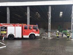 Feuer in Aurich-Oldendorf halten Feuerwehren auf Trab