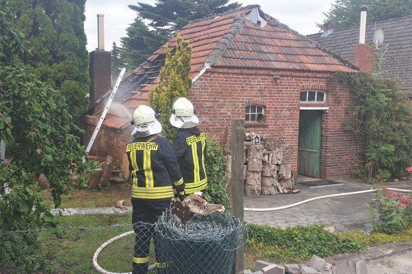 Ostgroßefehn: Schuppenbrand ruft Feuerwehr auf den Plan