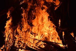 Vermeintlicher Heckenbrand fordert Feuerwehren in Großefehn